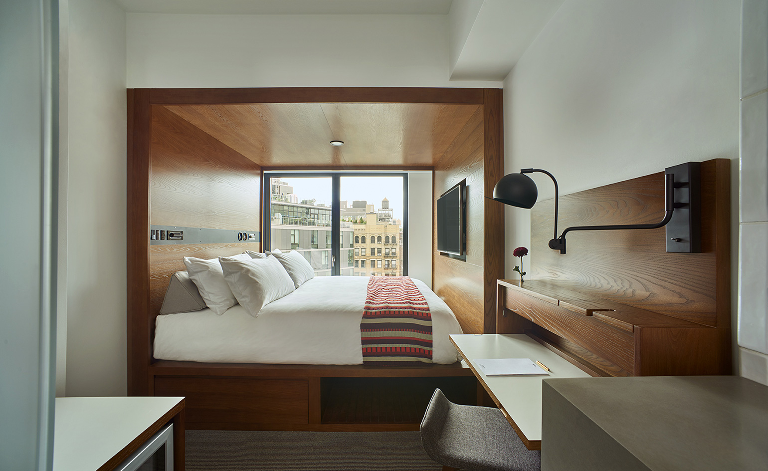 Arlo hotel hudson square hotel review new york usa for Square room interior design review