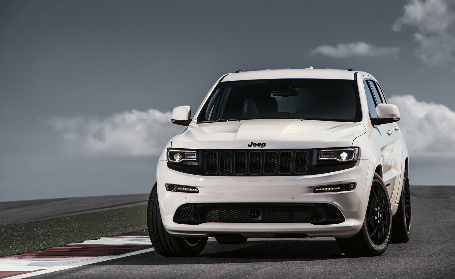 The Jeep Grand Cherokee Srt Is A Big Brash Riff On The Suv Wallpaper