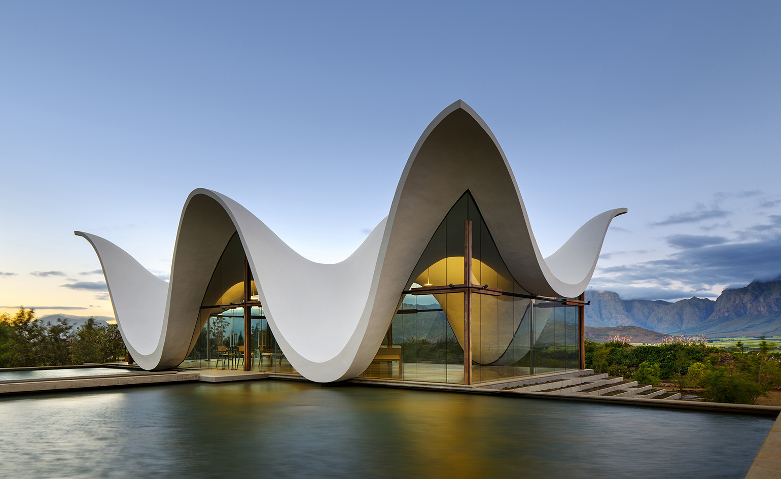 Bosjes on Modern House With Curved Roof Design