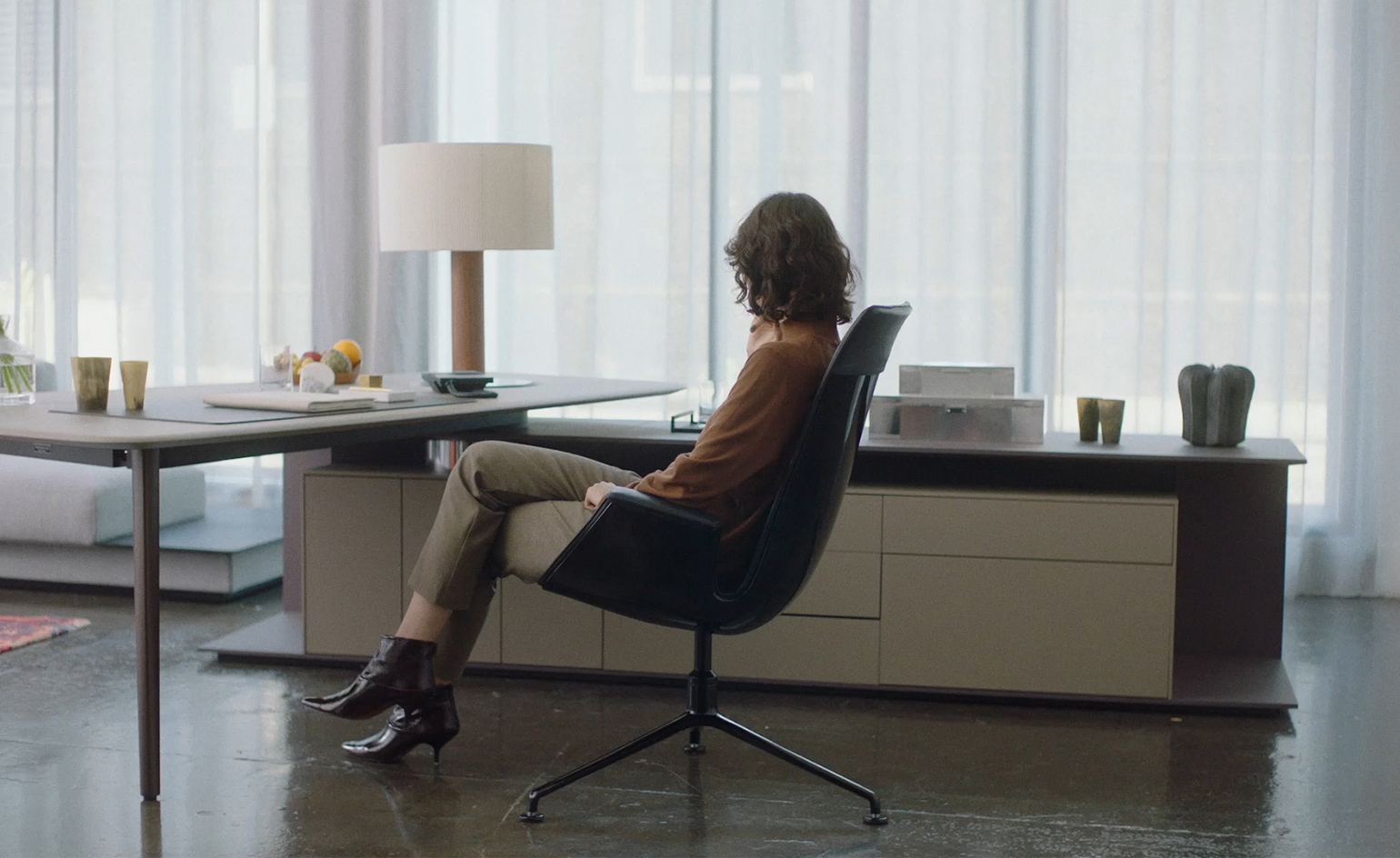 A Filmic Tribute To The Fk Chair By Walter Knoll Wallpaper