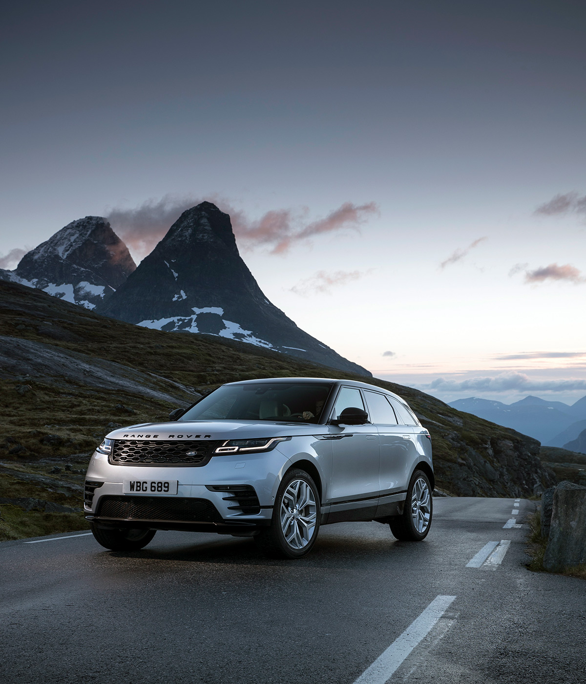 Range Rover Velar >> Range Rover Velar review 2018: design perspectives ...