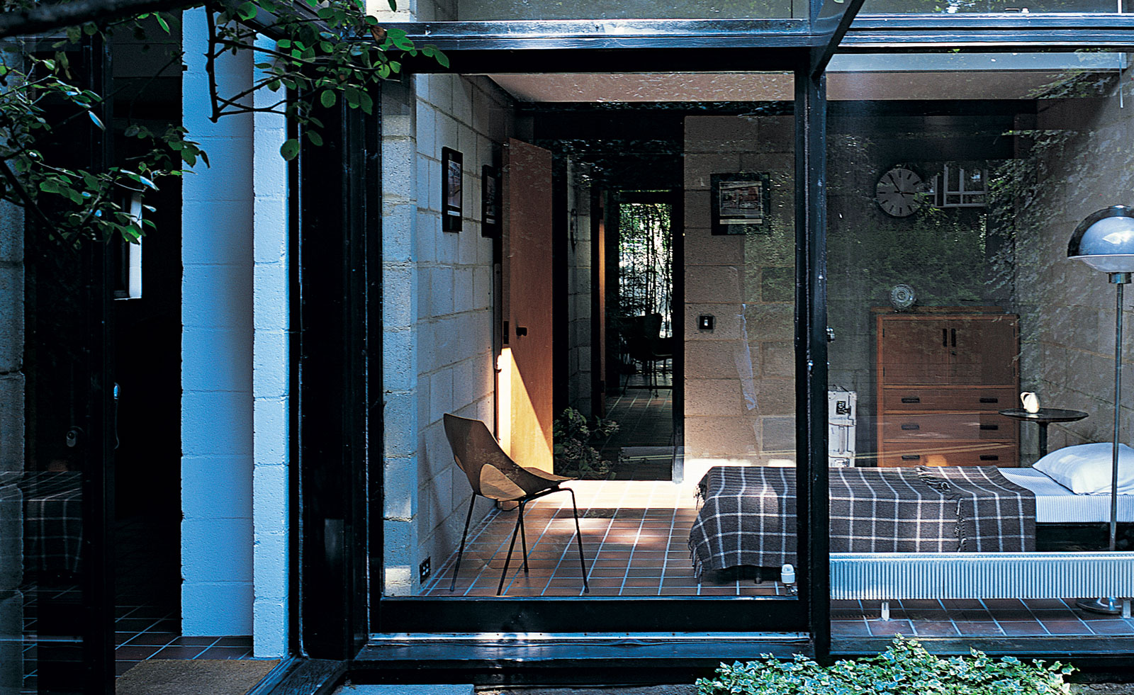 A Neglected London Plot Turned Serene Courtyard Retreat Wallpaper