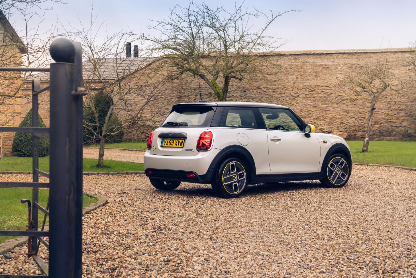 Mini Cooper Looks To The Future With