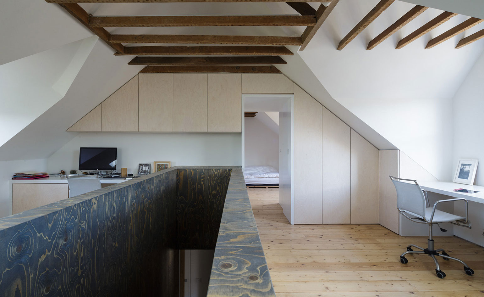 Semi detached an unusual oxford house conversion by for Martin architects