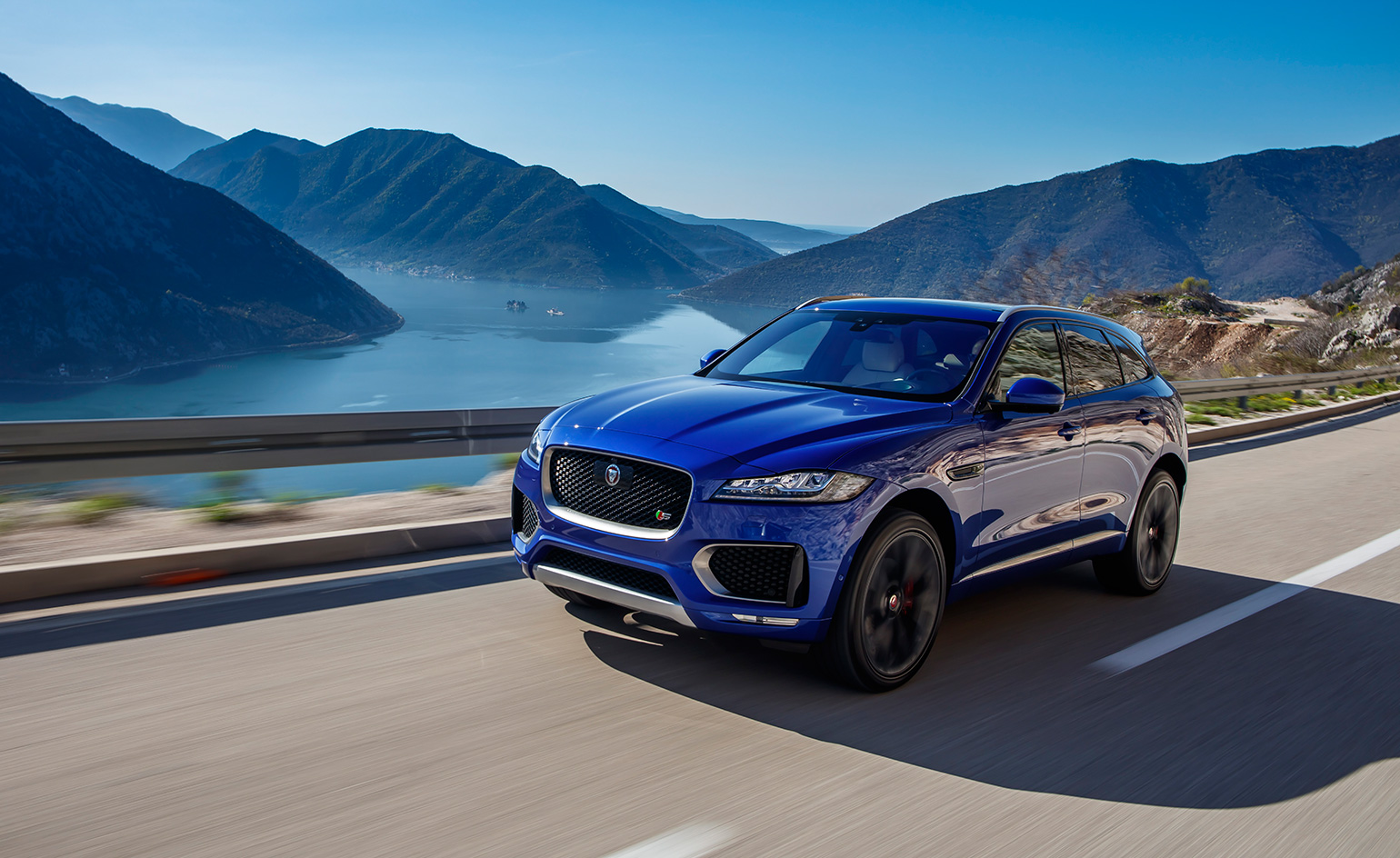 introducing the jaguar f pace a sporty suv wallpaper. Black Bedroom Furniture Sets. Home Design Ideas