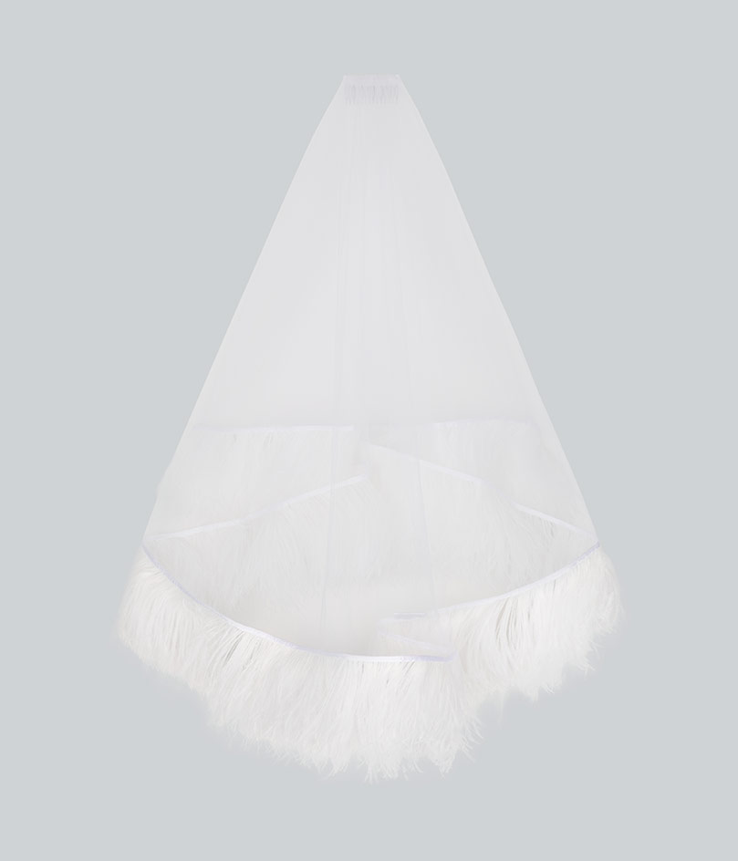 Alternative bridal accessories Feather veil by Christopher Kane