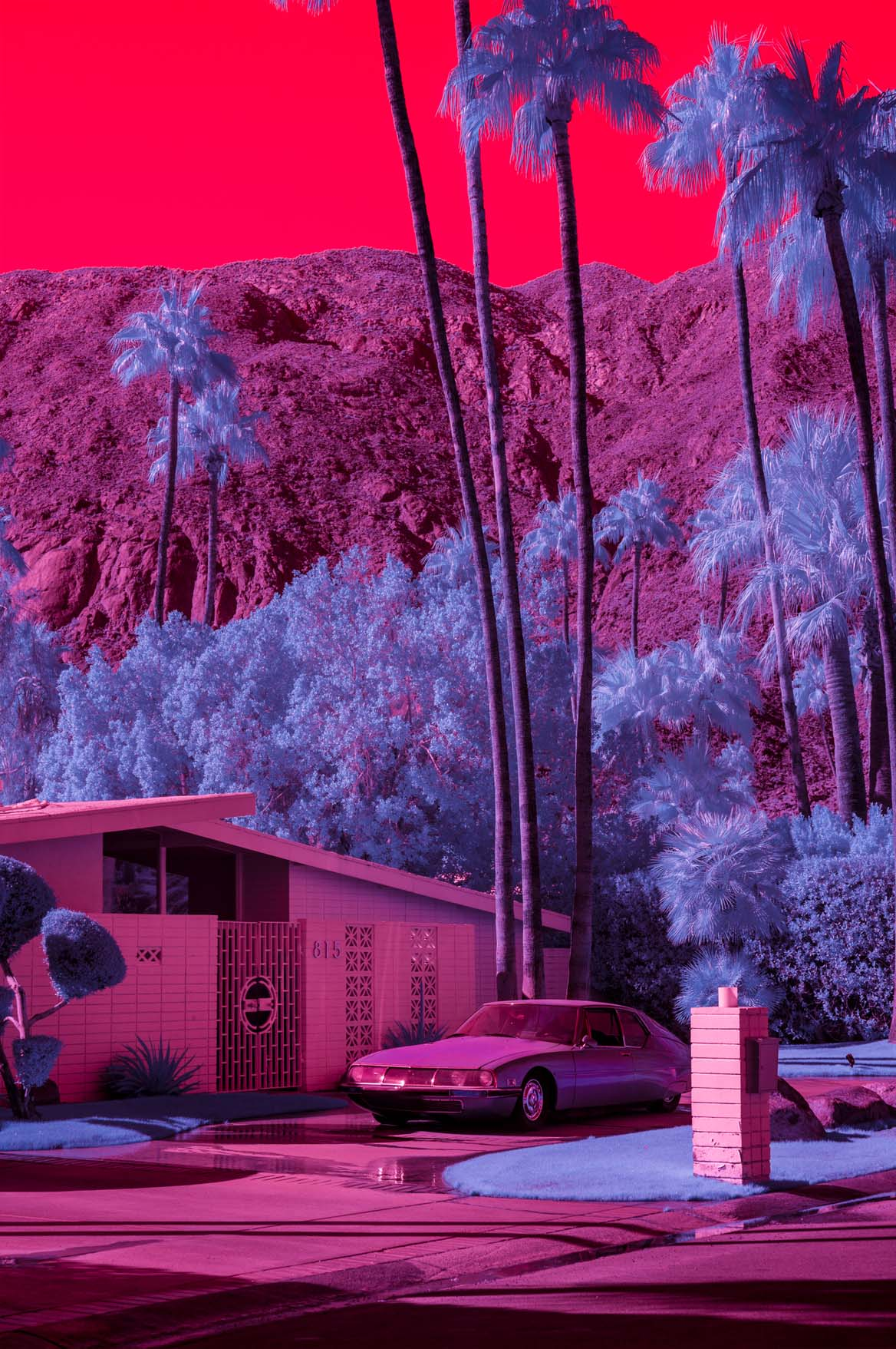 Infrared image of Vista Las Palmas with Citroën car in the driveway