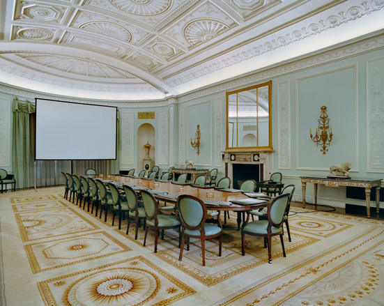 Book the table of power 2 by jacqueline hassink wallpaper for Sucursales banco santander en roma italia