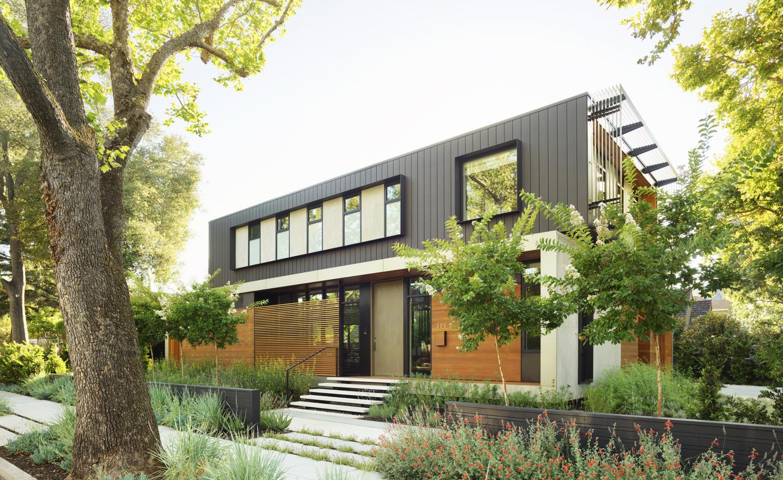 Hovering house: Studio Vara's family home appears to rise from its Palo Alto plot