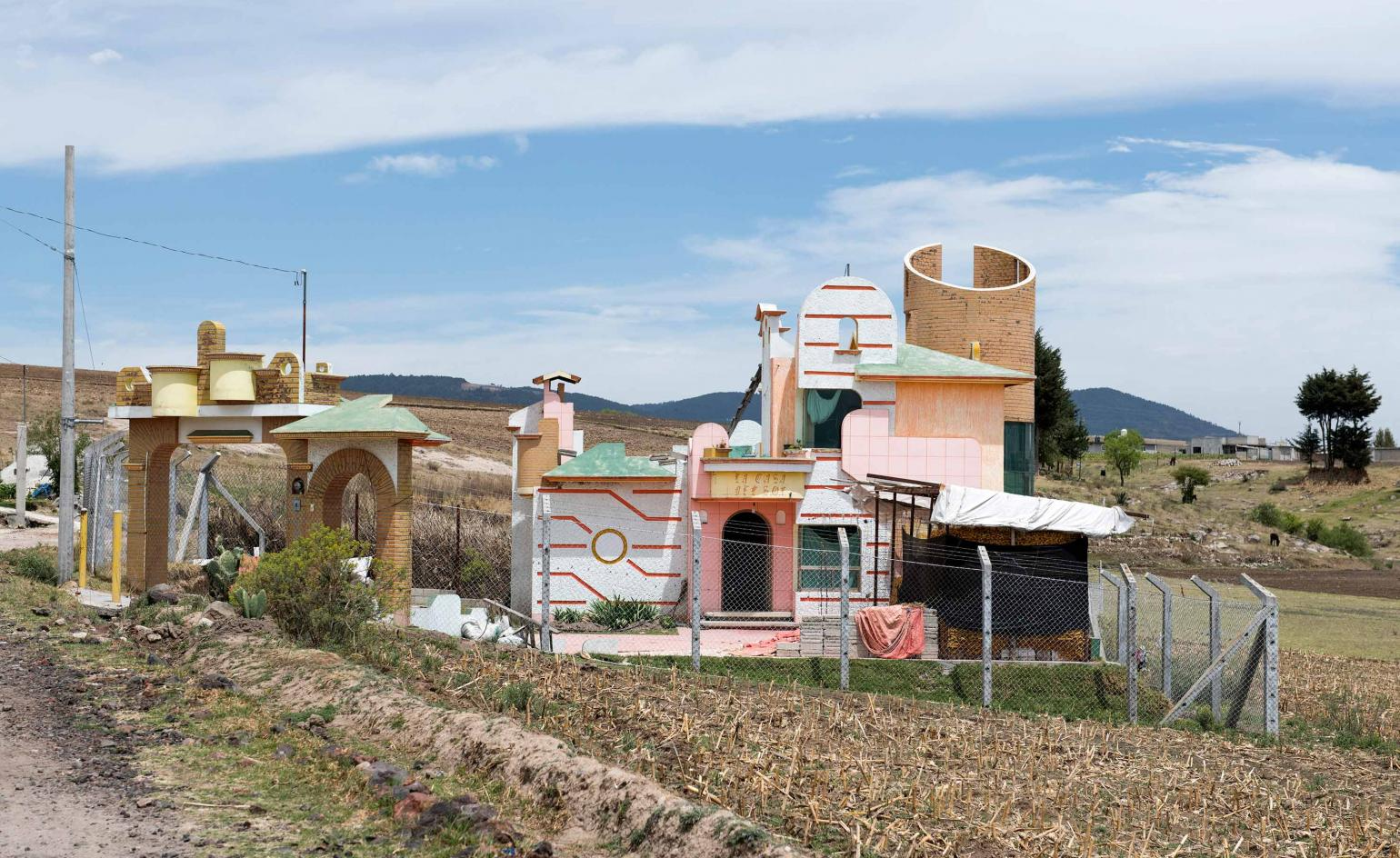 Photographer Adam Wiseman documents self-built houses in rural Mexico