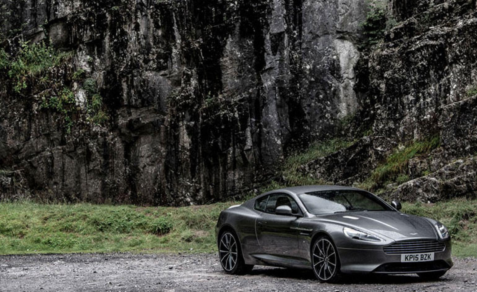 Aston Martin S Db9 Gt Sees Out The Historic Model Wallpaper