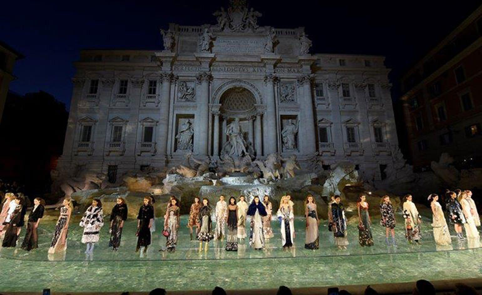 Fendi And Karl Lagerfeld Invade Rome S Trevi Fountain