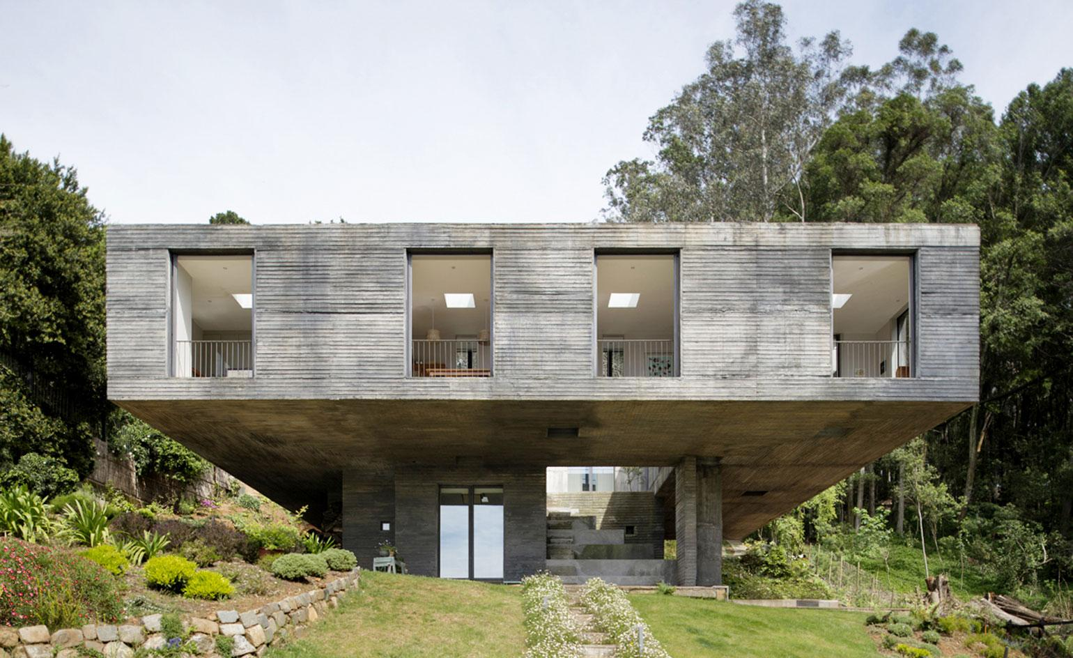 Pezo von Ellrichshausen's Guna House stakes a fearless claim on one of Chile's leafy lagoons