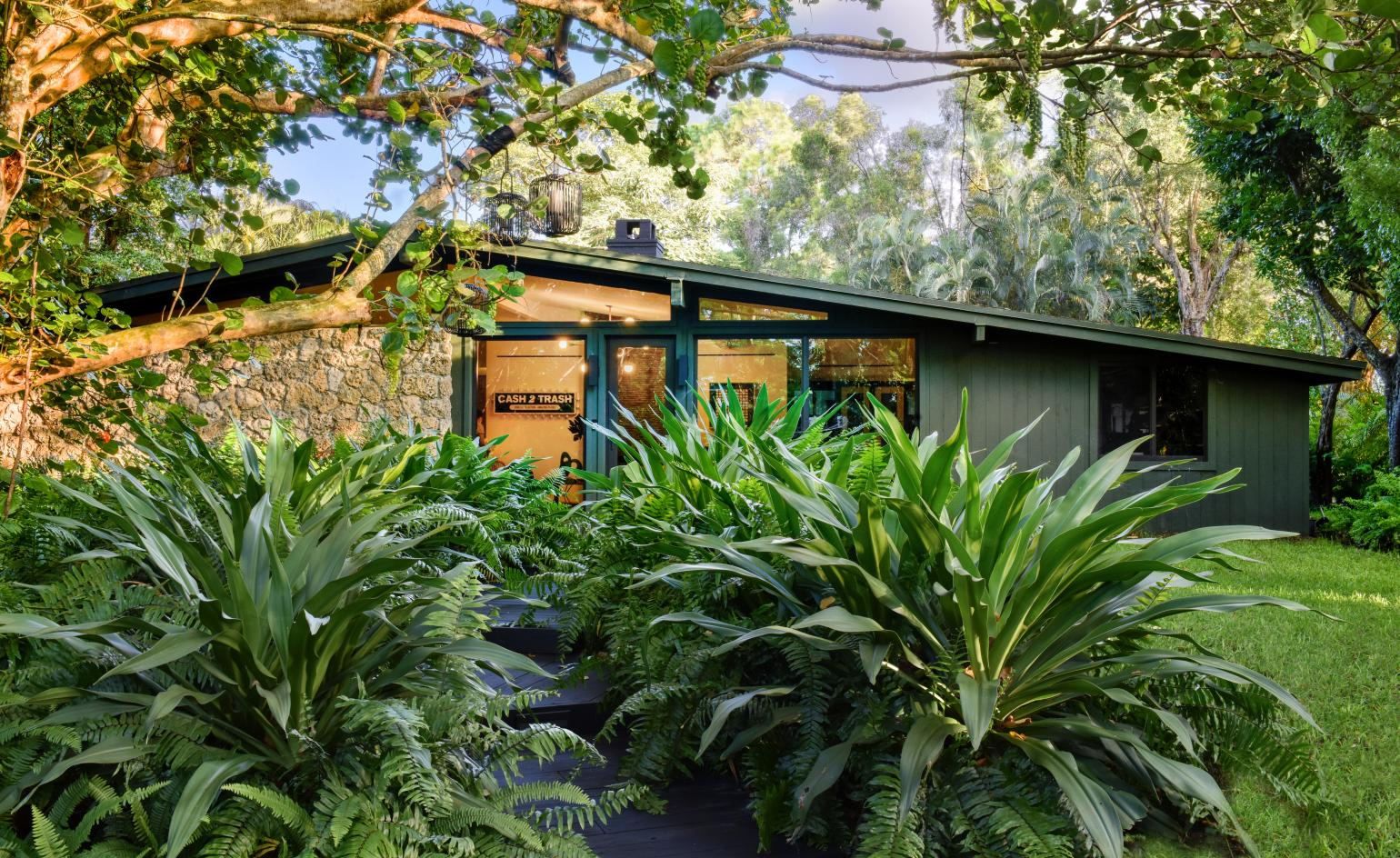 Tropical modernism gets a new look in this Floridian paradise home