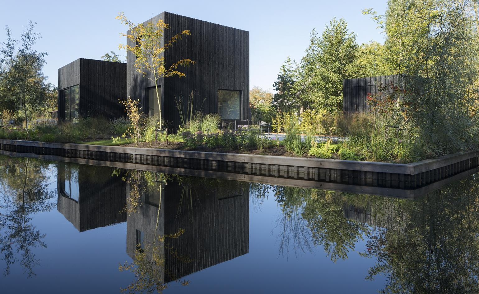 Dutch architecture team submerges a compact holiday house into nature