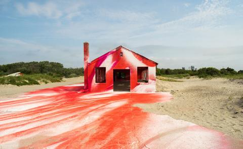 Beach house: Katharina Grosse creates a seafront installation at NY's Fort Tilden