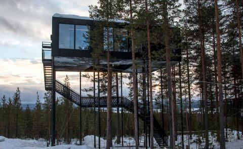 Open-air stargazing and cosy log fires from the new Snøhetta-designed room at the Treehotel