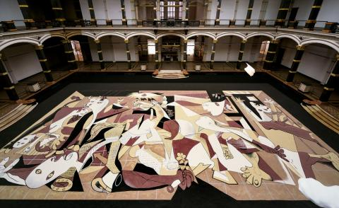 Installation view of Lee Mingwei's, Guernica in Sand, installed at Gropius Bau in Berlin