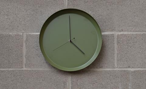 Mark the hours of the day with the modern 'Dish' clock