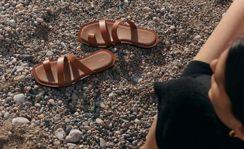 Summer sandals in brown leather by Neous