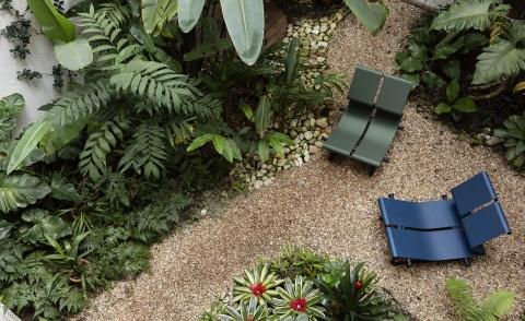 Two lounge chairs by Paulo Mendes Da Rocha in blue and green powder coated aluminium, photographed from above in a tropical garden