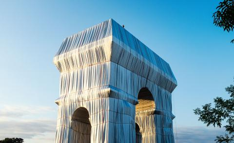 Christo and Jeanne-Claude L'Arc de Triomphe, Wrapped, Paris, 1961-2021.Photography:Lubri.©2021 Christo and Jeanne-Claude Foundation