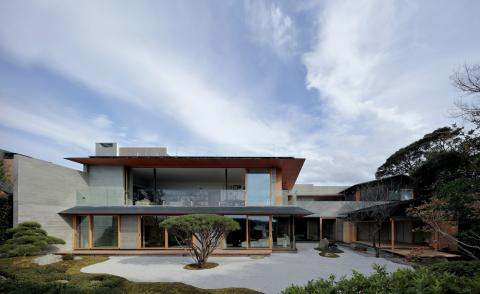 Japanese culture influences a house design in the scenic seaside town of Kamakura
