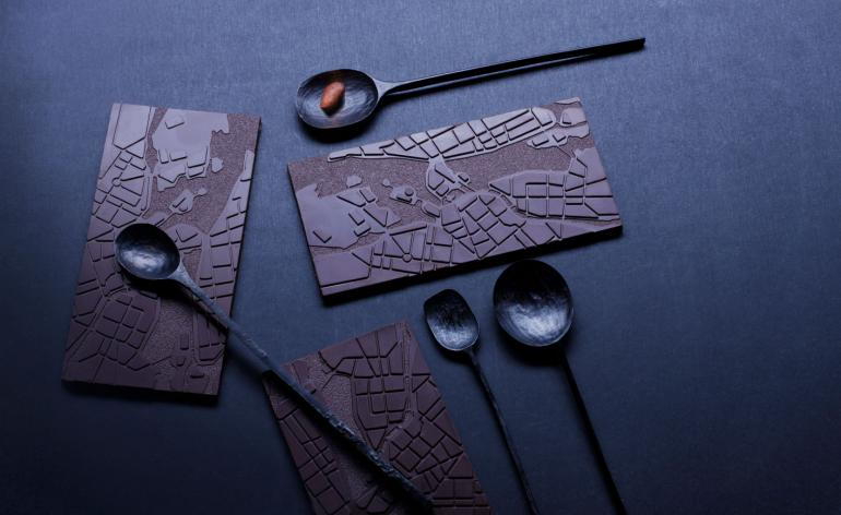Tales Chocolate 'Gamla Stan' Stockholm chocolate bar, with designer spoons and cacao beans