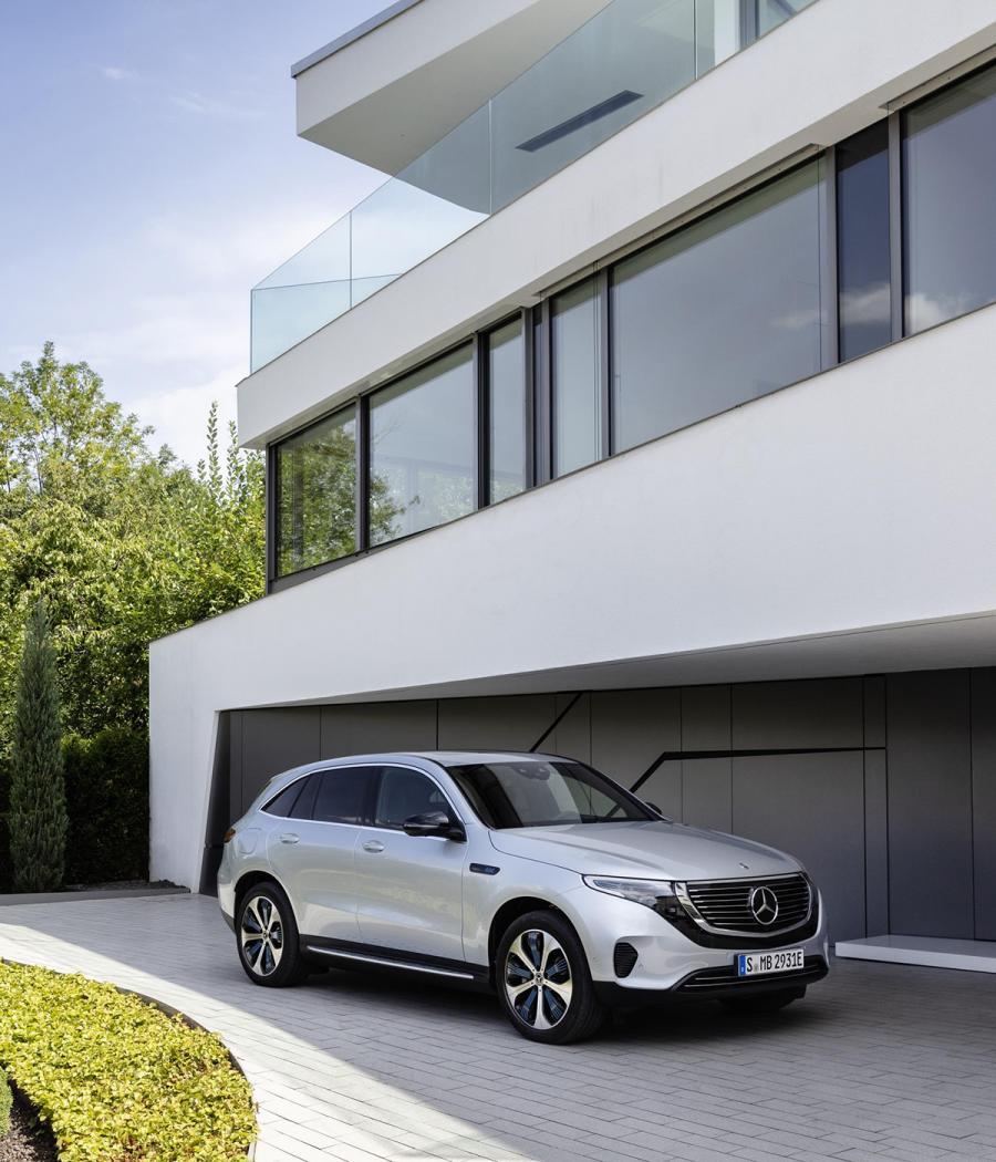 Front view of Mercedes-Benz EQC 400