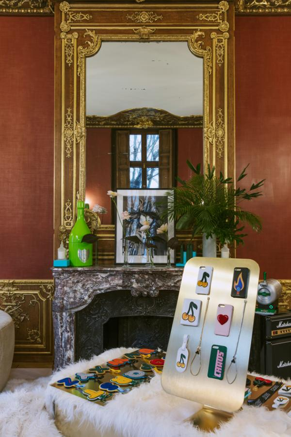 Chaos: iPhone cases stand in a baroque style apartment