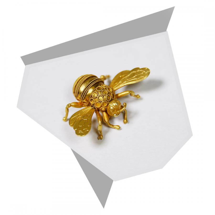 Yellow-gold bee brooch by Gaetano Chiavetta