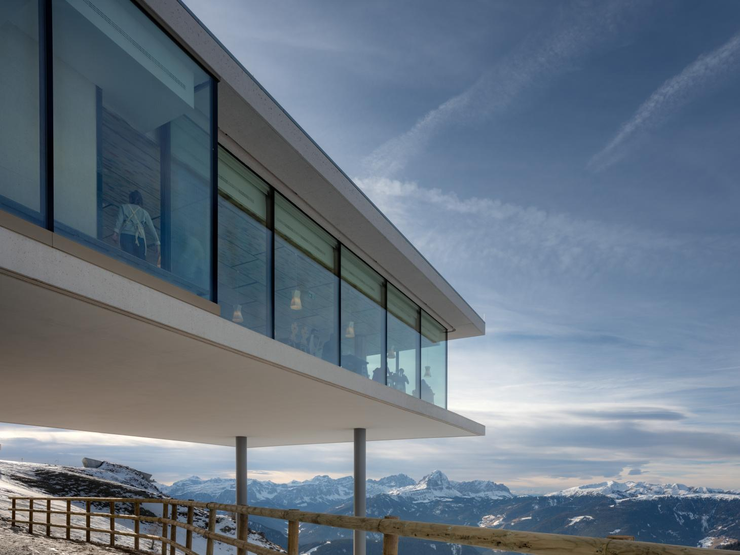 Lumen photography gallery in South Tyrol