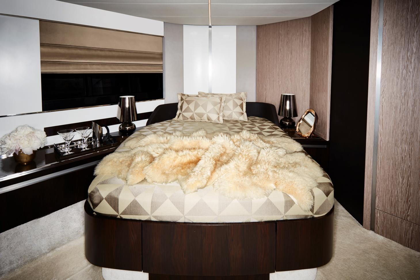 Bedroom on Azimut S6 Yacht