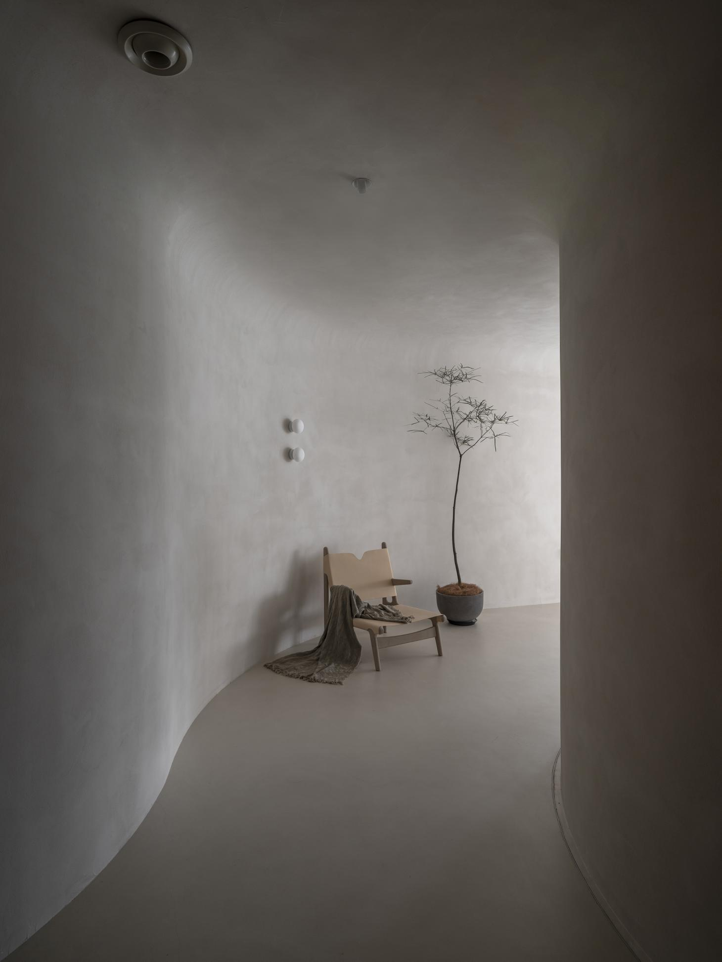 entrance of Soul Realm Spa House in Hangzhou, China with white curving walls