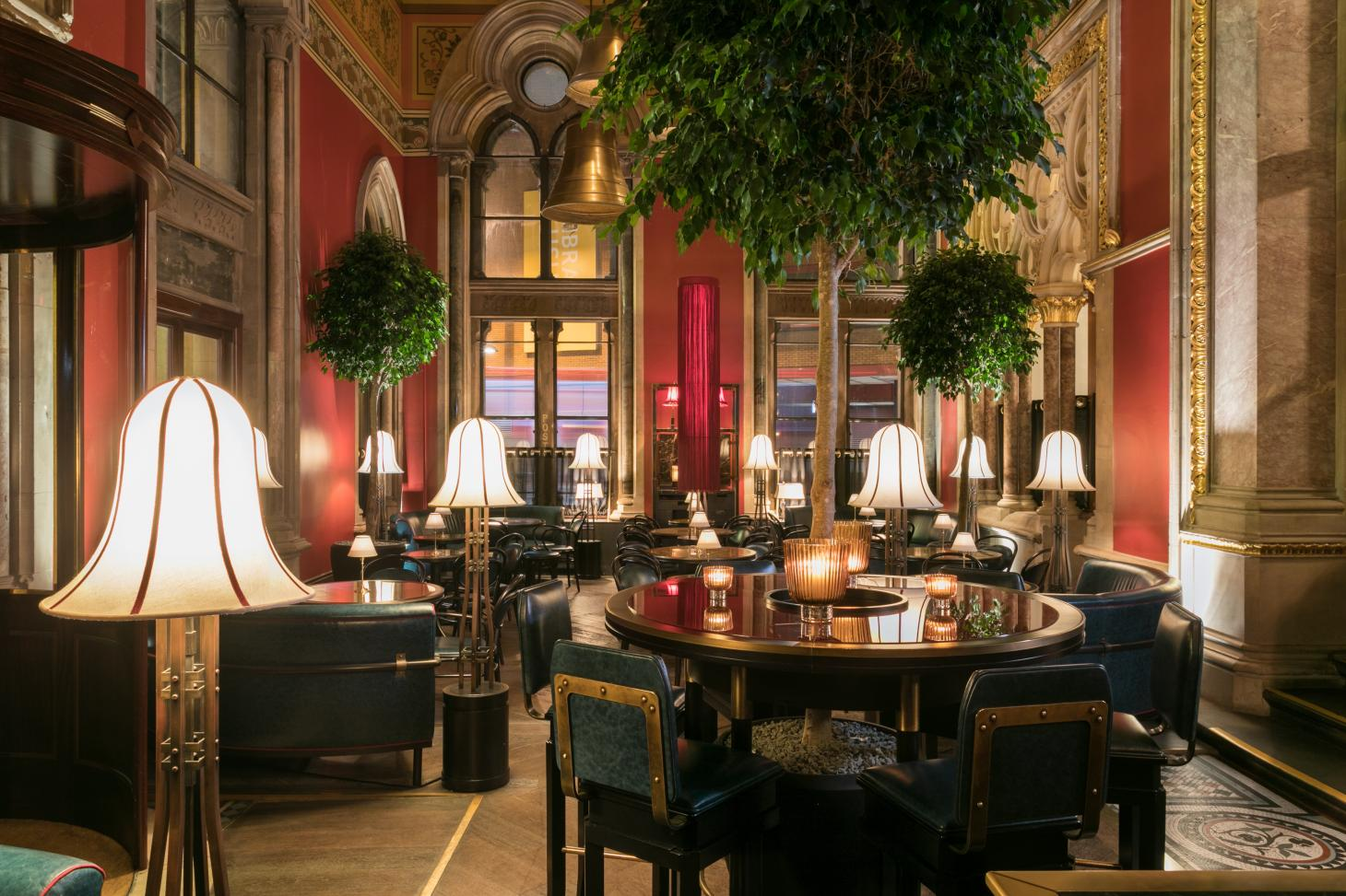 George's bar at the St Pancras Renaissance Hotel