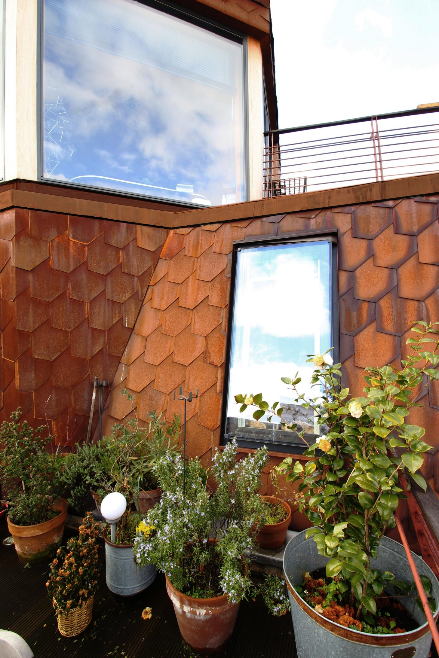 Upper terrace with Corten tiling on the roof