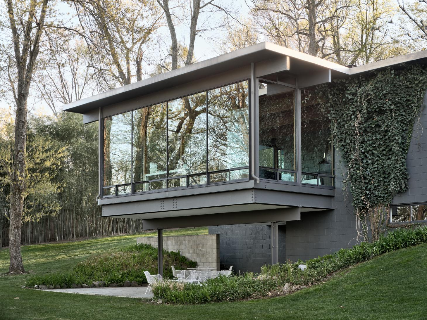 Modernist glass and steel house among greenery designed by Gerald Luss