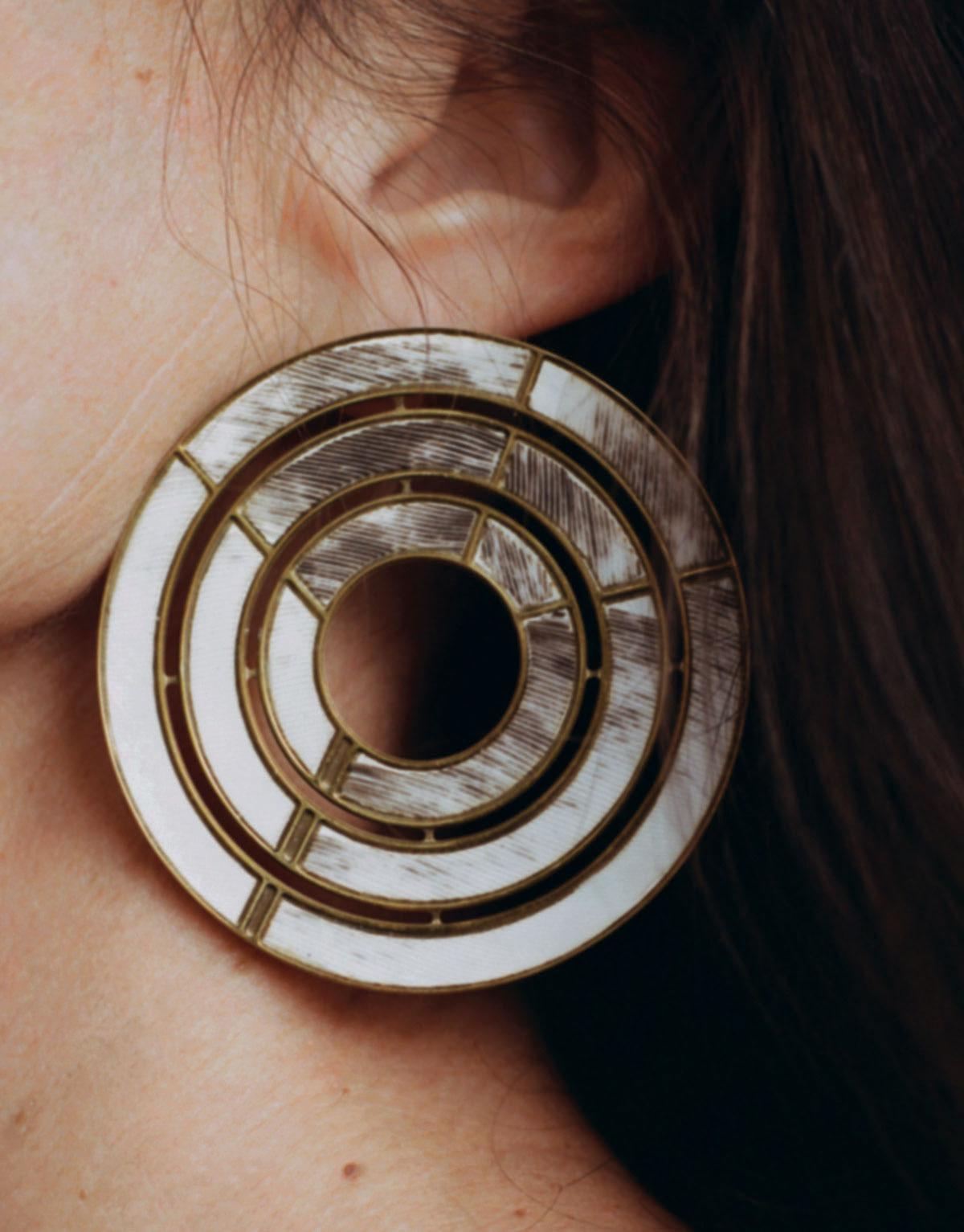 Circular earring with gold detailing