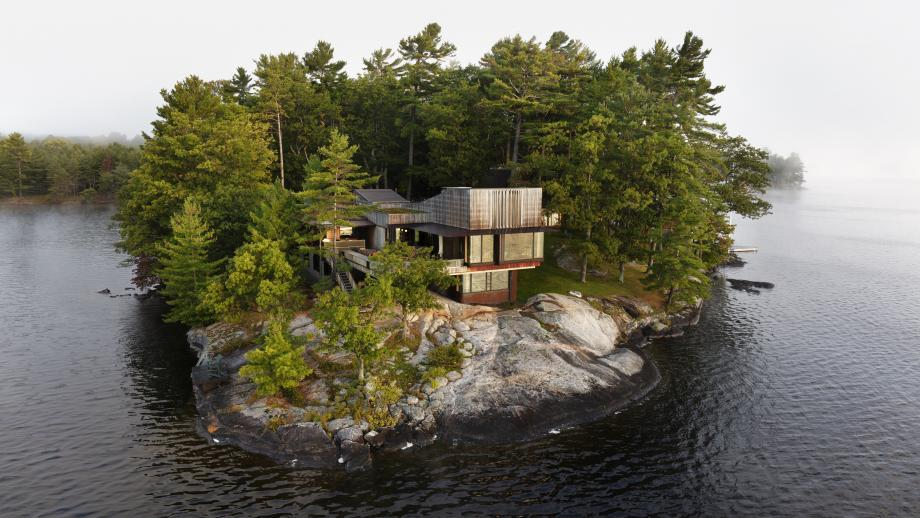 PW house by Shim Suttcliffe combines soft curves, wood and an awe inspiring location by the lake