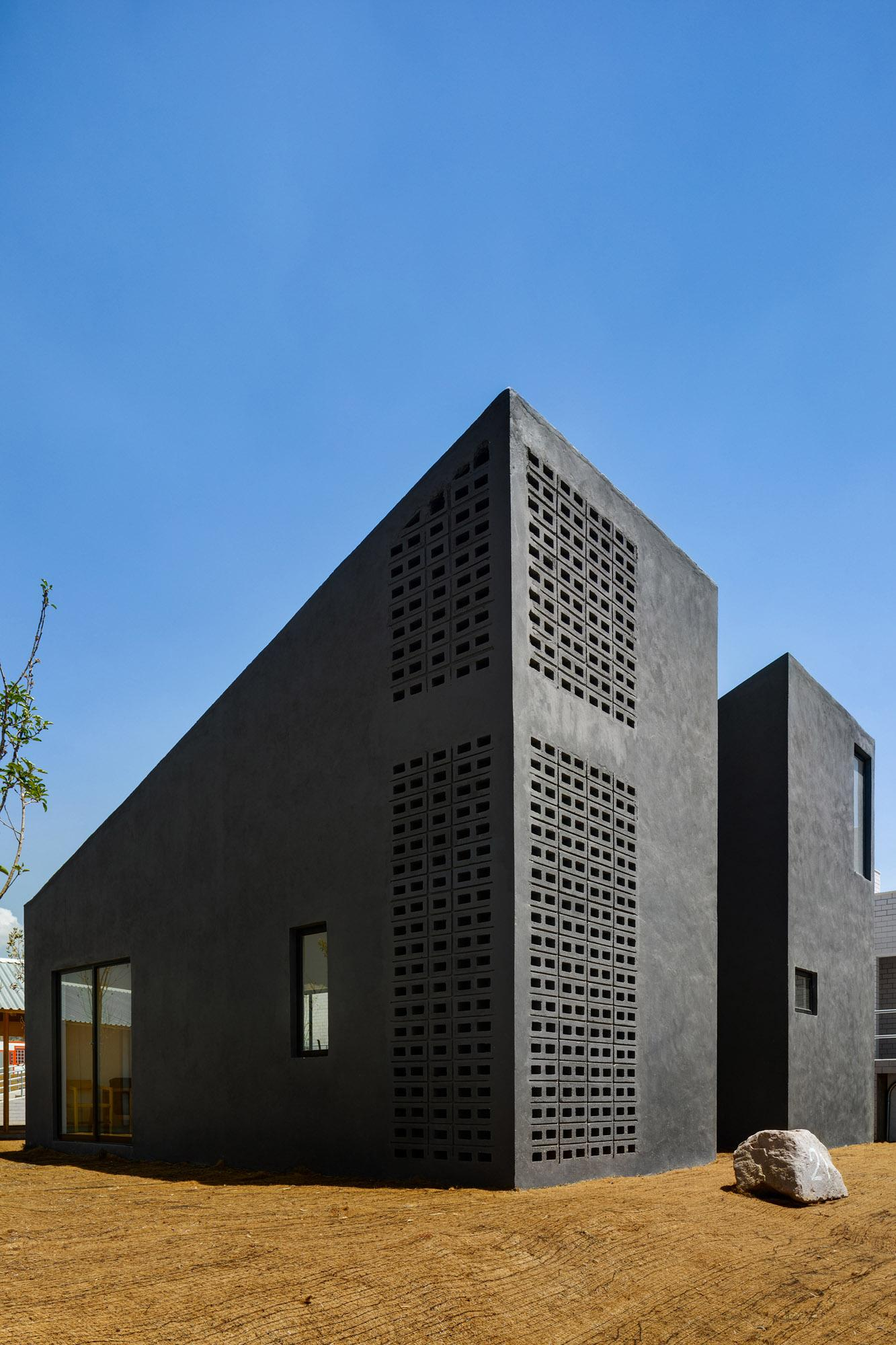the black volume of Casa productive by Fernanda Canales