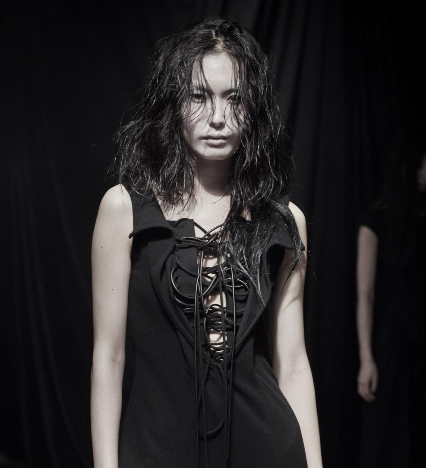 yohji yamamoto A/W 21 ready to wear makeup with models wearing black hair and pale skin