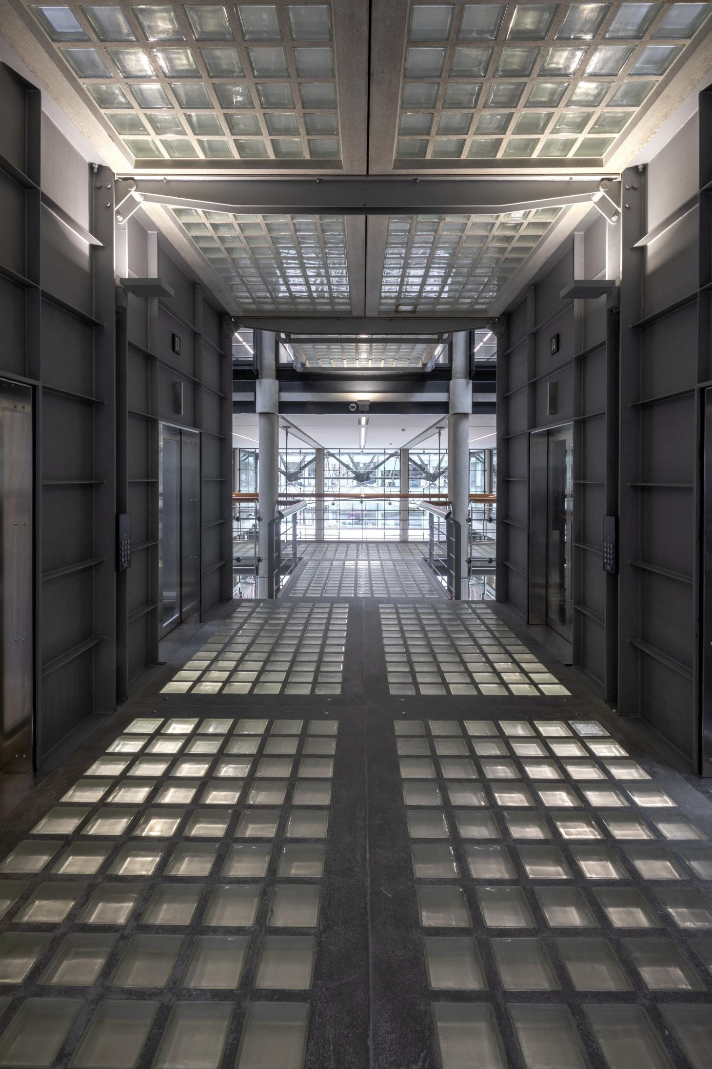 Corridor with glass and concrete
