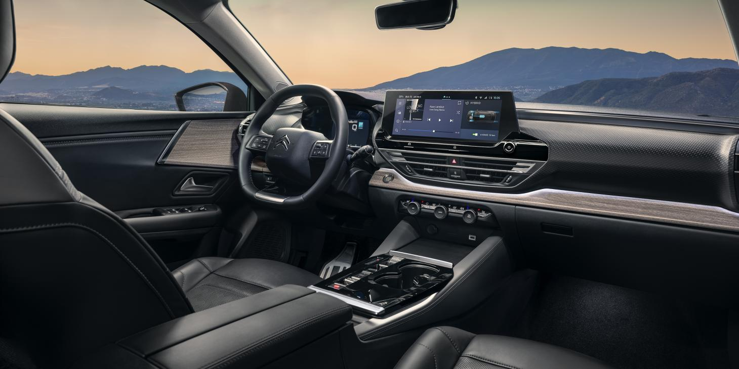 The Citroën C5 X has a characterful interior that combines technology with elegance