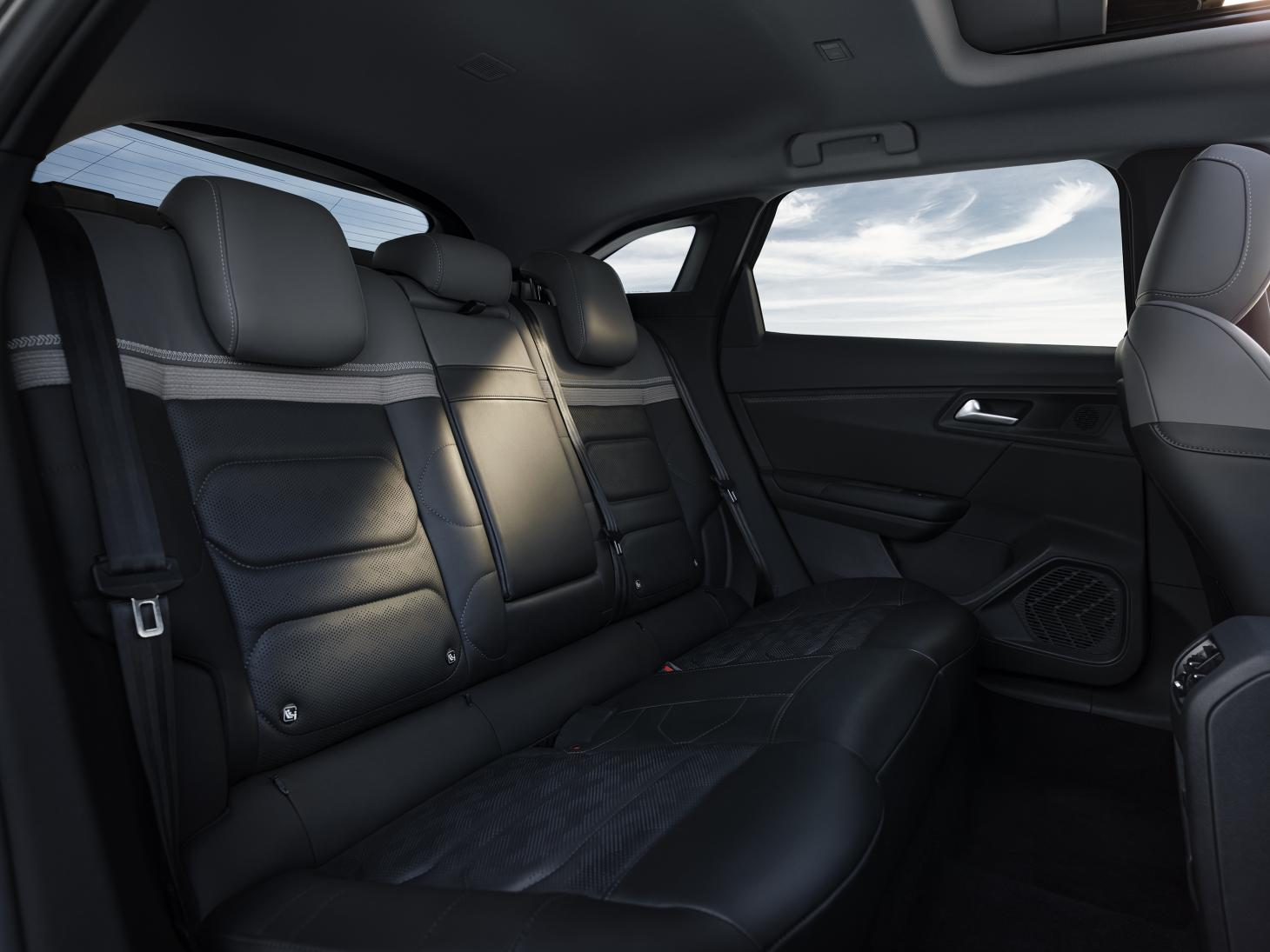 The Citroën C5 X is luxuriously spacious as well as being dynamic to drive