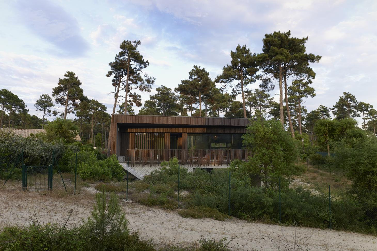 A French retreat by Maud Caubet stands between beach and forest