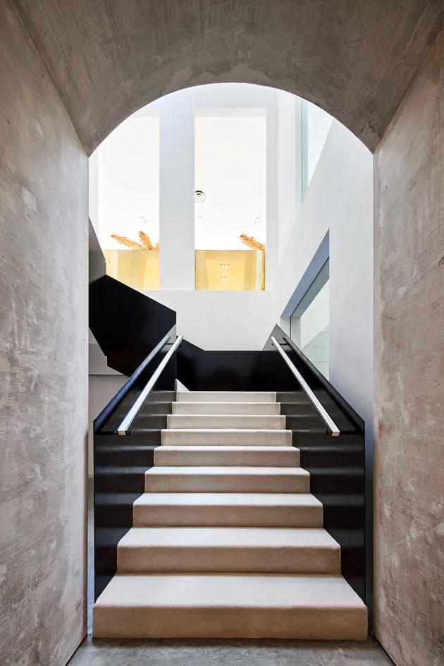 Darial store raw concrete staircase