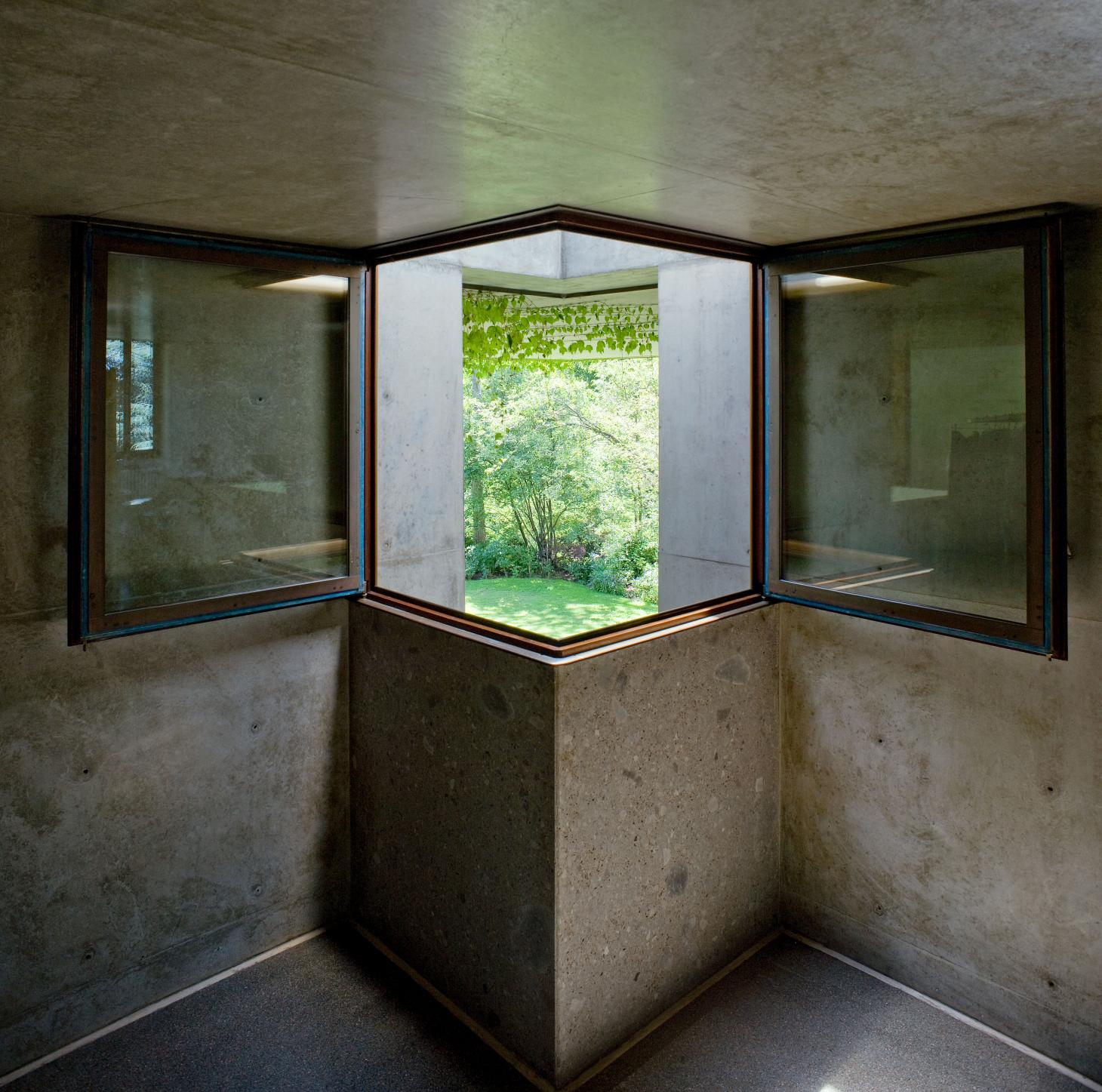 First floor window at Casa Molteni, by Tobia Scarpa