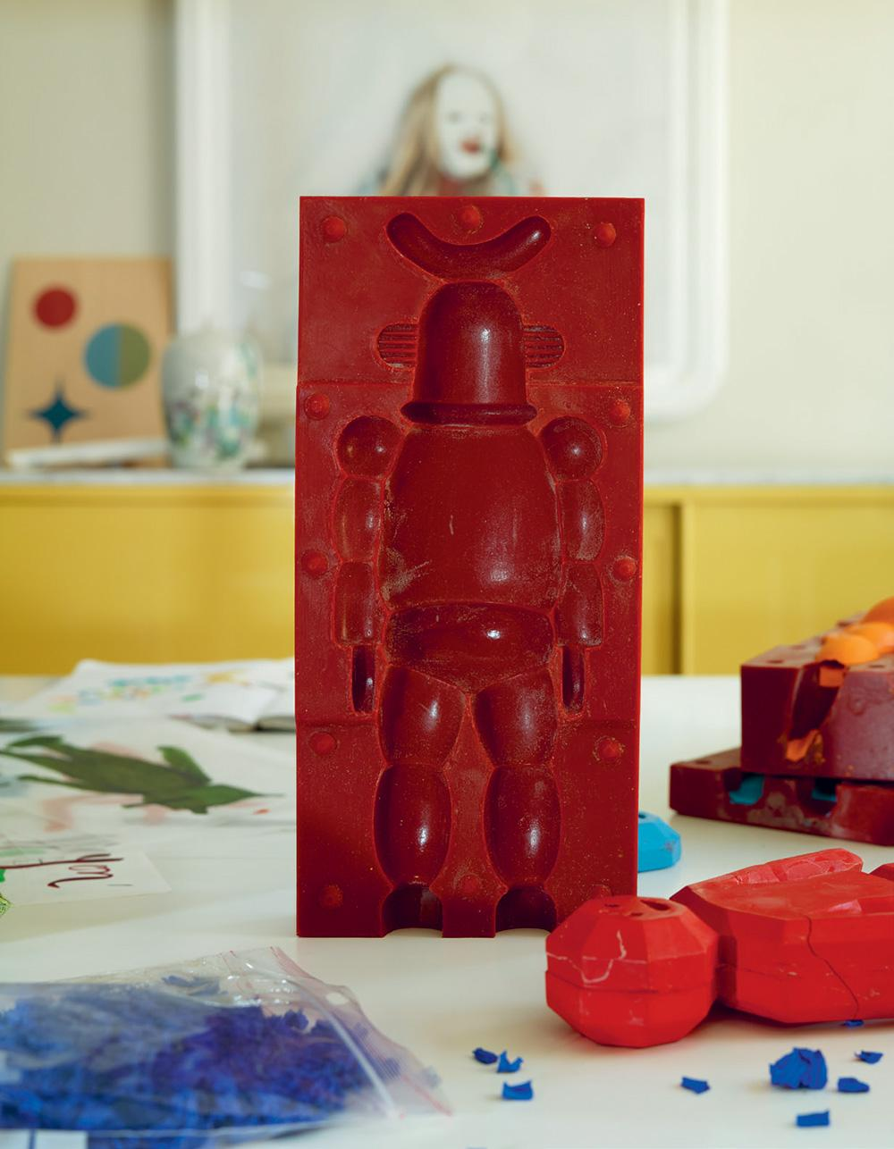 Drawing Collectible Toys moulds by Jaime Hayon and Caran d'Ache