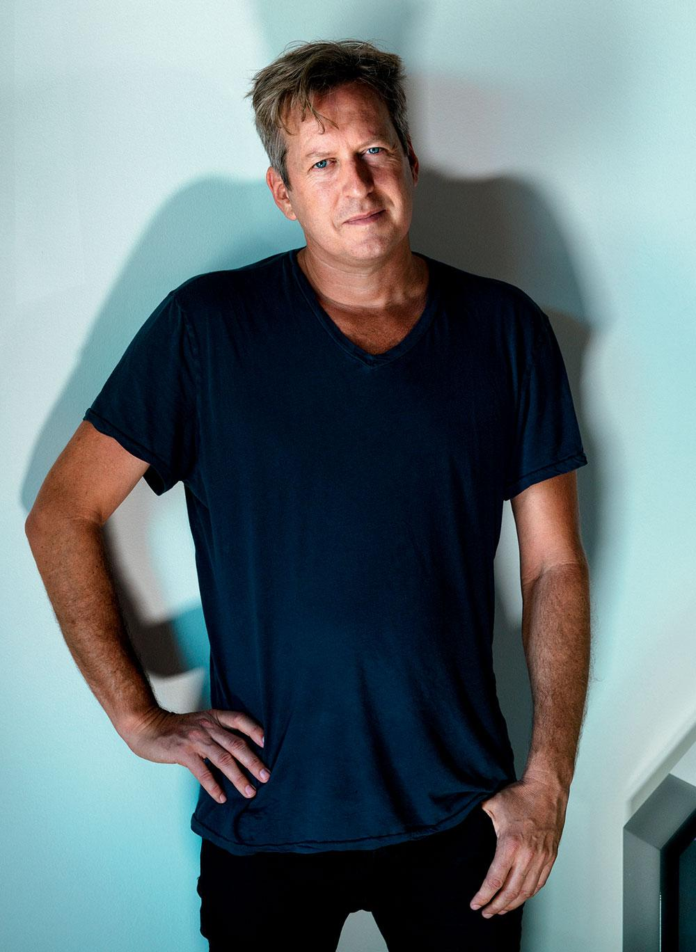 Doug Aitken portrait by Mark Mahaney