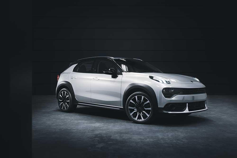 Side view of Lynk & Co 02